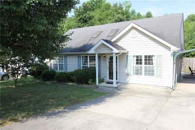 Guilford County Single Family Home For Sale: 4402 Tyndale Court