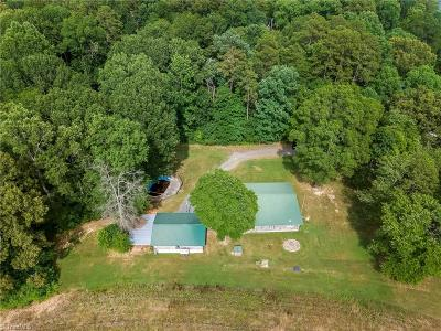 Davidson County Single Family Home For Sale: 185 Pineridge Road