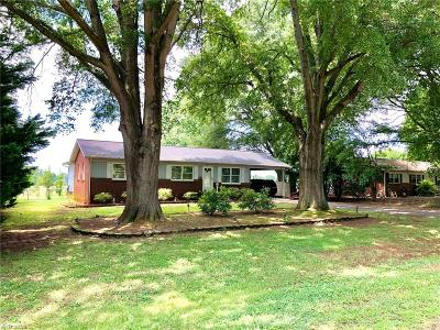 Mocksville Single Family Home For Sale: 166 Center Circle
