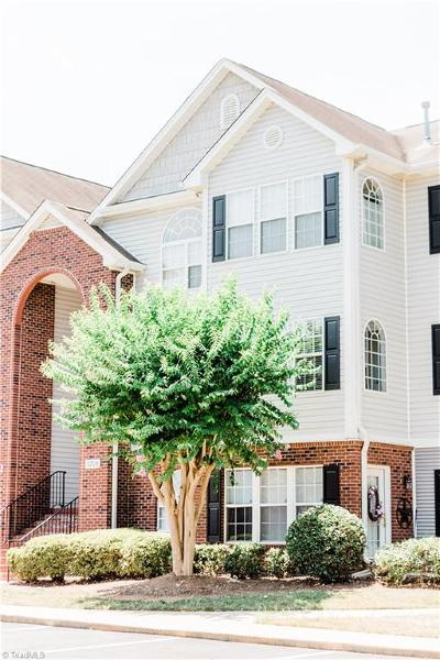 Greensboro Condo/Townhouse For Sale: 3708 Cotswold Terrace #2D