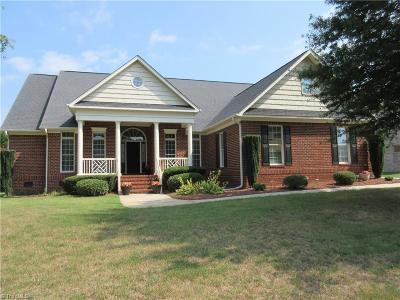 High Point Single Family Home For Sale: 3719 Apple Orchard Cove
