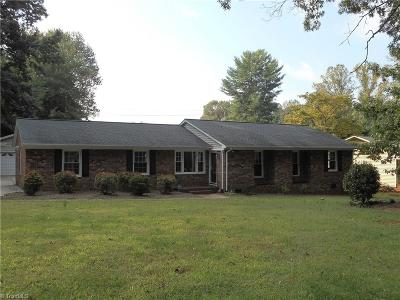 Kernersville Single Family Home For Sale: 823 Branchwood Drive