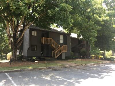 Winston Salem Condo/Townhouse For Sale: 137 Cedar Cove Lane