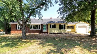 Guilford County, Forsyth County, Davidson County, Randolph County, Surry County, Yadkin County, Davie County, Stokes County, Rockingham County, Caswell County, Alamance County Single Family Home For Sale: 1254 Community Road