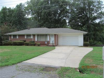 Davidson County Single Family Home For Sale: 107 Lakeview Drive E