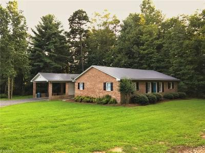 East Bend Single Family Home For Sale: 6420 Old Us Highway 421