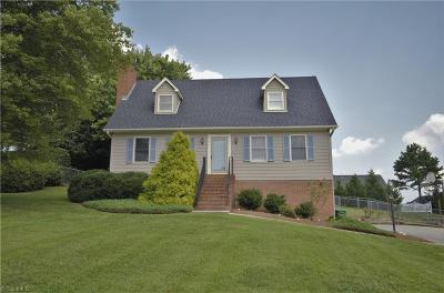 Clemmons Single Family Home For Sale: 824 Newington Drive
