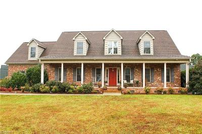 Winston Salem Single Family Home For Sale: 194 Southern Woods Drive