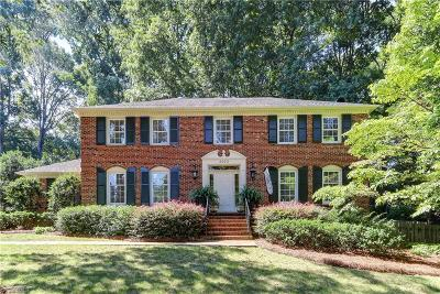 Greensboro Single Family Home For Sale: 2923 Round Hill Road