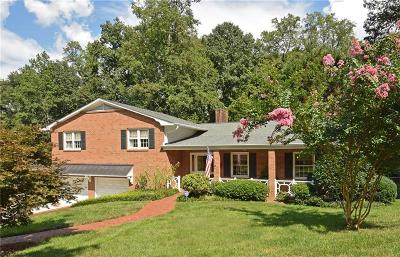 Winston Salem Single Family Home For Sale: 611 Nokomis Court