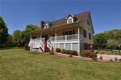 Winston Salem Single Family Home For Sale: 220 Taunton Drive