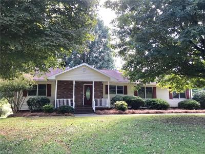 Winston Salem Single Family Home For Sale: 2621 Spicewood Drive