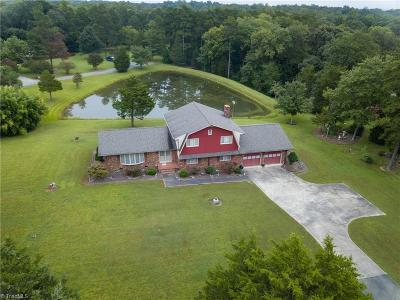 Burlington Single Family Home For Sale: 2402 Old Trail Road