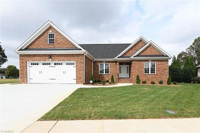 Kernersville Single Family Home For Sale: 1074 Old Stone Lane