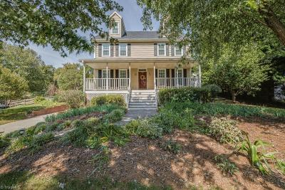 Lewisville Single Family Home For Sale: 404 Spring Meadow Court