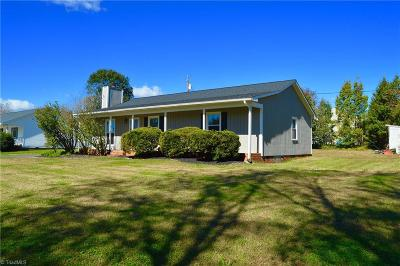 Winston Salem Single Family Home For Sale: 3920 Silver Chalice Drive