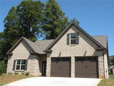 Pfafftown Single Family Home For Sale: 6190 Olde Fields Way