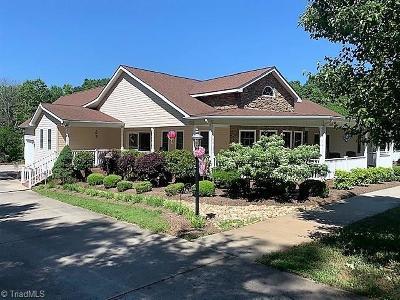 Rockingham County Single Family Home For Sale: 150 Quarterhorse Lane