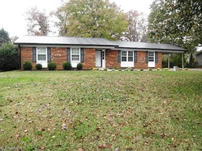 Kernersville Single Family Home For Sale: 2424 Wickham Road
