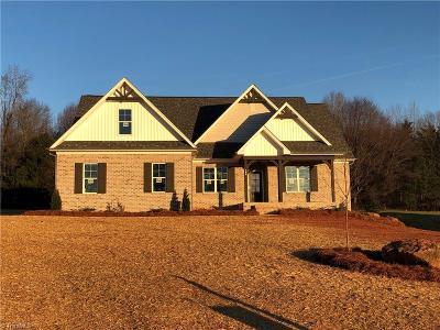 Mocksville Single Family Home For Sale: 149 Eagle's Landing Lane