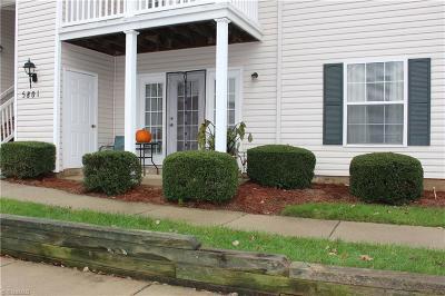 Greensboro Condo/Townhouse For Sale: 5801 #2d Battery Drive