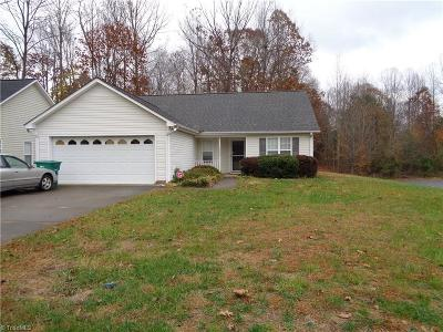 Clemmons NC Single Family Home For Sale: $155,900