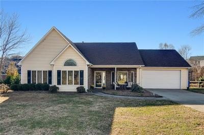 Kernersville Single Family Home For Sale: 6020 Woods Edge Lane