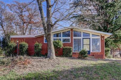 Single Family Home For Sale: 2900 Holmes Road