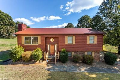 Guilford County, Forsyth County, Davidson County, Randolph County, Surry County, Yadkin County, Davie County, Stokes County, Rockingham County, Caswell County, Alamance County Single Family Home For Sale: 4720 Oak Park Circle