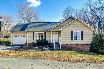 Winston Salem Single Family Home For Sale: 2595 Charton Place