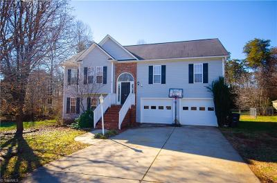 Winston Salem Single Family Home For Sale: 151 Hickory Creek Court