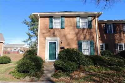 Winston Salem Condo/Townhouse For Sale: 3850 Huntingreen Lane
