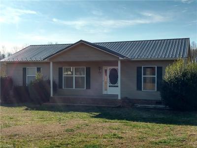 Lexington Single Family Home For Sale: 194 Lenox Court
