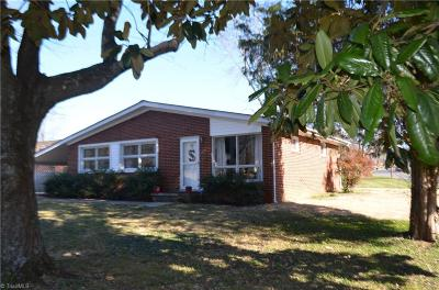 Greensboro Single Family Home For Sale: 3300 Yanceyville Street