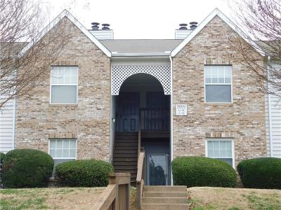 Clemmons Condo/Townhouse For Sale: 5000 H Thoroughbred Lane