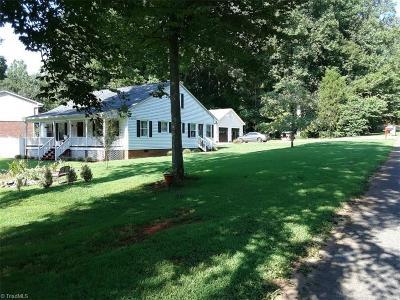 Lexington Single Family Home For Sale: 228 Frontier Drive