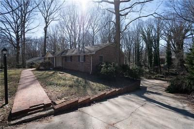 Winston Salem Single Family Home For Sale: 2530 Lakespring Court