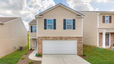 Winston Salem Single Family Home For Sale: 4450 Oak Pointe Drive