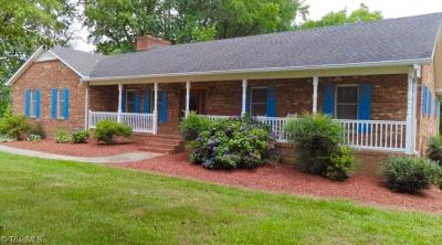 Kernersville Single Family Home For Sale: 1370 N Main Street