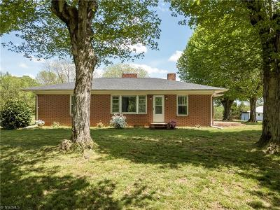 Mocksville Single Family Home For Sale: 678 Sheffield Road