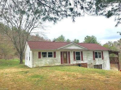 Alleghany County Single Family Home For Sale: 1856 Mahogany Rock Road
