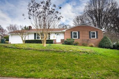 Winston Salem Single Family Home For Sale: 2810 Deerwood Drive