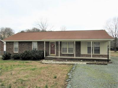 Alamance County Single Family Home For Sale: 207 Oakhurst Street