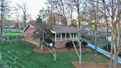 Kernersville Single Family Home For Sale: 1743 Hanging Valley Court