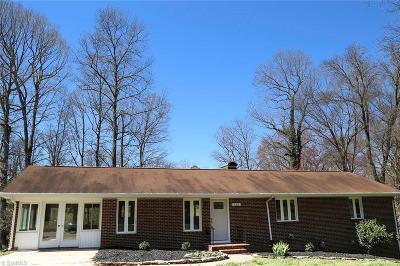 Winston Salem Single Family Home For Sale: 220 Kerrybrook Lane