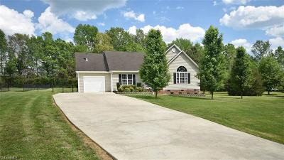 Alamance County Single Family Home For Sale: 3348 Nesters Court