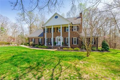 Alamance County Single Family Home For Sale: 702 Hiawatha Court
