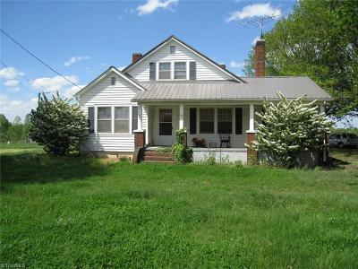 East Bend Single Family Home For Sale: 2625 Smithtown Road