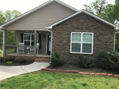 Davidson County Single Family Home For Sale: 111 Camino Drive