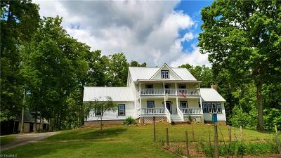 Single Family Home For Sale: 1127 Wood Stack Trail Road